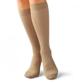 Medicininės tampriosios kompresinės kojinės iki kelių, dengiančios pirštus, universalios, su gintaro mikrodalelėmis, įterptomis į sudėtinį poliamido pluoštą, P kompresijos klasė (10-18 mm Hg), ELAST 0401 Amber